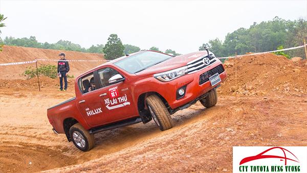 Giá xe, thông số kỹ thuật và đánh giá chi tiết bán tải Toyota Hilux 2018 nhập khẩu - ảnh 40