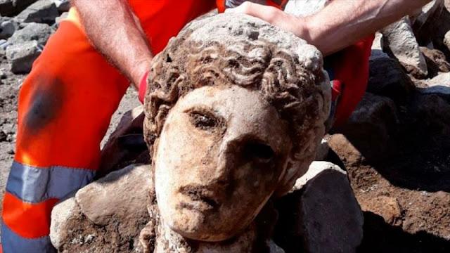 Hallan en Roma cabeza de mármol de época del Imperio Romano
