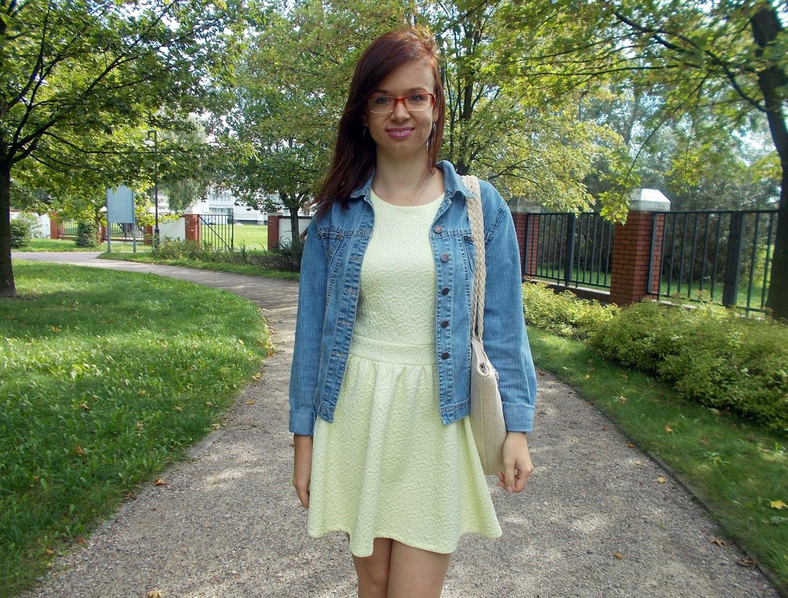 Cytrynkowa sukienka i dżinsówka