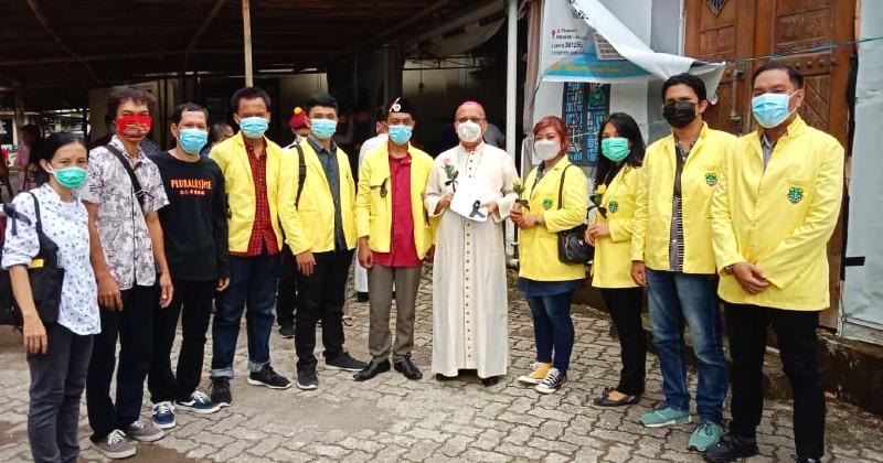 Pemuda Katolik Makassar Bersama Pihak Keamanan Menjaga Perayaan Tri Hari Suci