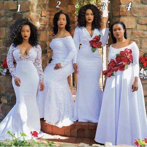 This photo of a mum and her 3 daughters has got everyone confused because people can't figure out who the mum is