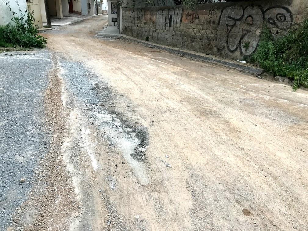 Έργο ασφαλτόστρωσης στην οδό Τζαβέλλα ξεκίνησε η δημοτική αρχή Χαλκιδέων χθες Τρίτη 21 Απριλίου