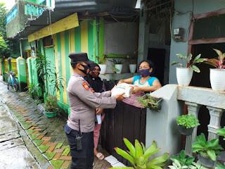 Peduli Dampak Covid 19, Bhabinkamtibmas Melayu Salurkan Sembako Beras ke Warga