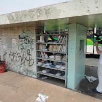 Biblioteca Popular em um ponto de ônibus