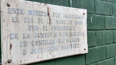 Imagen de la placa de inauguración del Zoo de Guadalajara
