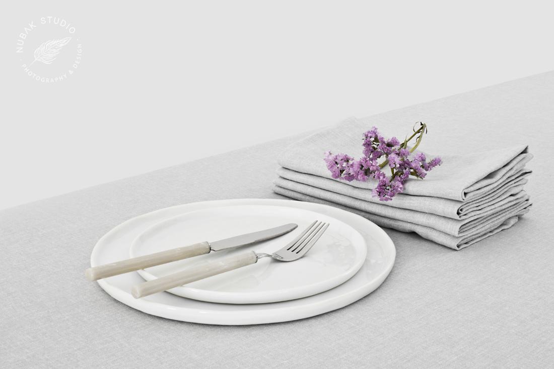 TEXTILES FOR A MINIMAL TABLE-SETTING  / TEXTILES PARA UNA MESA MINIMALISTA