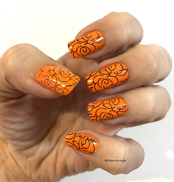 Manicura naranja del reto Nails vs Eyes