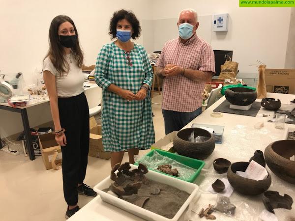 El Museo Arqueológico Benahoarita realiza labores de restauración de piezas aborígenes