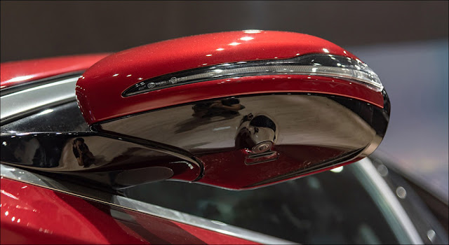 Hệ thống Camera 360 trên Mercedes E200 Sport 2019 giúp cung cấp cho người lái góc nhìn toàn diện xung quanh xe