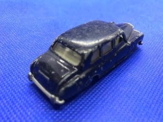 ロールスロイス ファントム のおんぼろミニカーを斜め後ろから撮影