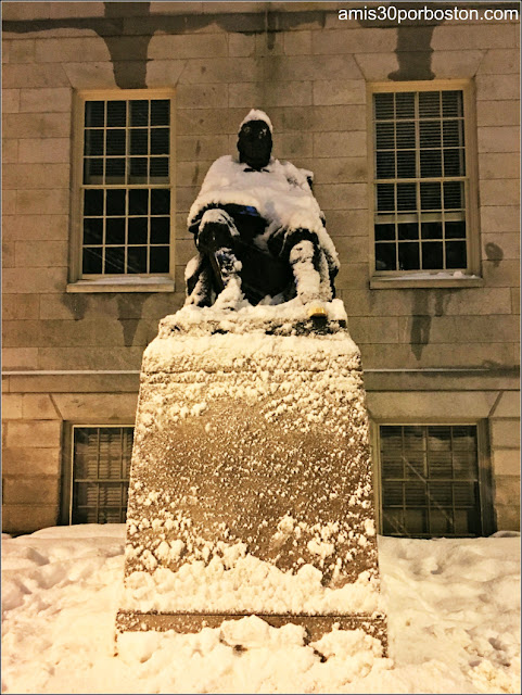 Estátua de Harvard