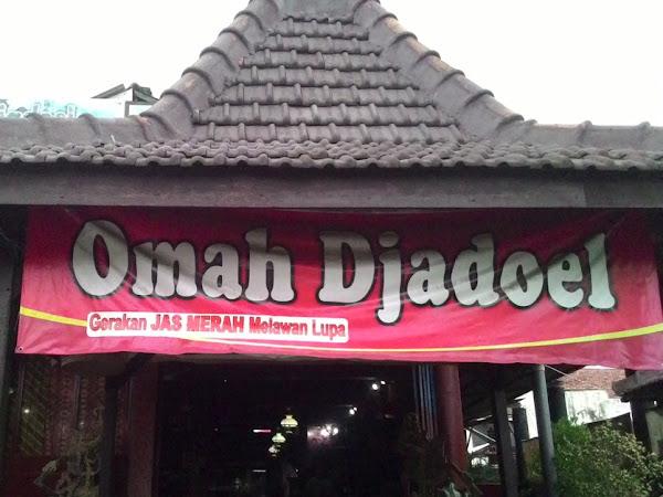 Omah Djadoel, Tentang Mengaca Pada Masa Lalu Untuk Masa Depan Lebih Baik