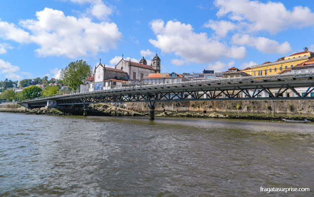 Passeio de barco pelo Rio Douro, na Cidade do Porto, portugal