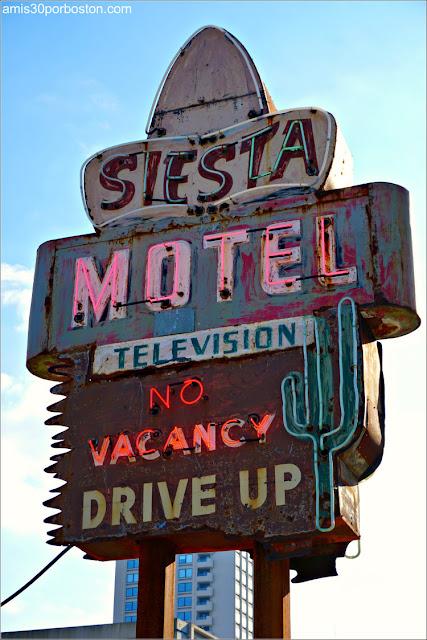 Rótulo de Neón del Siesta Motel de Saugus