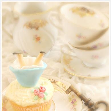 DIY Alice in Wonderland Edible Cupcake Toppers