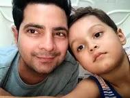 karan mehra with her son