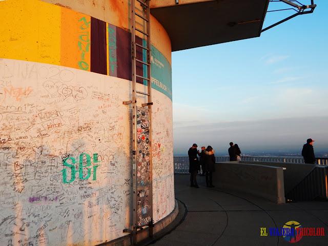 Firmas en la torre olímpica