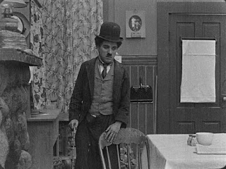 "Кадр из фильма Чарли Чаплина ""Бродяга"" / The Tramp (1915) - 24"