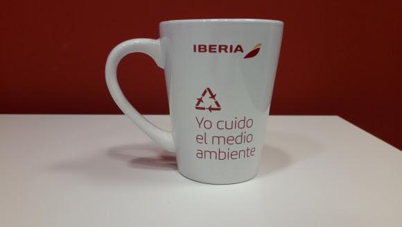 Iberia reduce en 68,5 toneladas el plástico que lleva a bordo