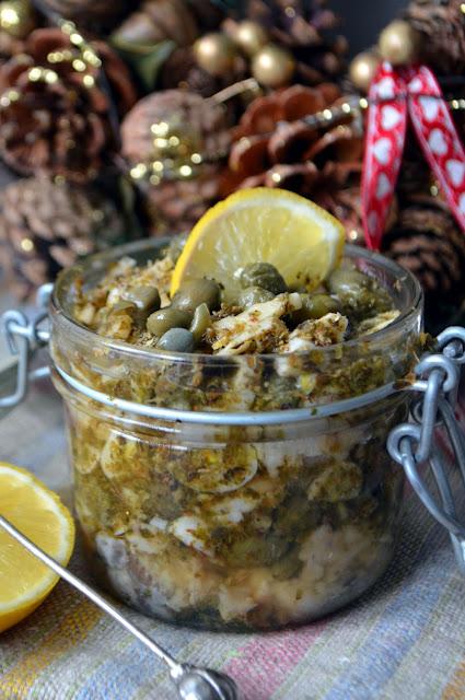 %25C5%259Bledzie-z-kaparami Śledzie w czosnku, majeranku, kaparach i oliwie