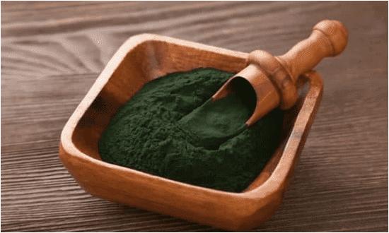 الخضراوات الورقية الخضراء الطحالب