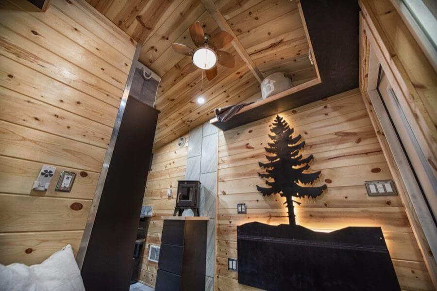 04-Concealed-Dining-Area-Backcountry-Architecture-with-a-Cosy-Tiny-House-www-designstack-co