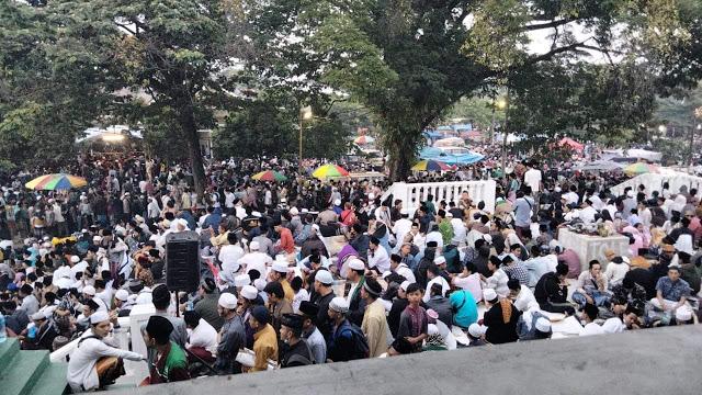 Acara Abuya Uci di Tangerang Dikerumuni Ribuan Orang, Musni Umar: Apa akan Diperlakukan seperti HRS?