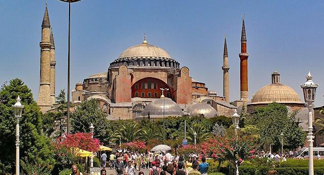 تحويل آيا ضوفي إلى مسجد..اردوغان يسير على خُطى السلطان محمد الفاتح وبَوادِرُ أزمة تلوحُ في الأُفُق: