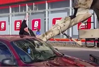 Εξοργισμένος άνδρας τσιμέντωσε το αυτοκίνητο της γυναίκας του – Δείτε γιατί