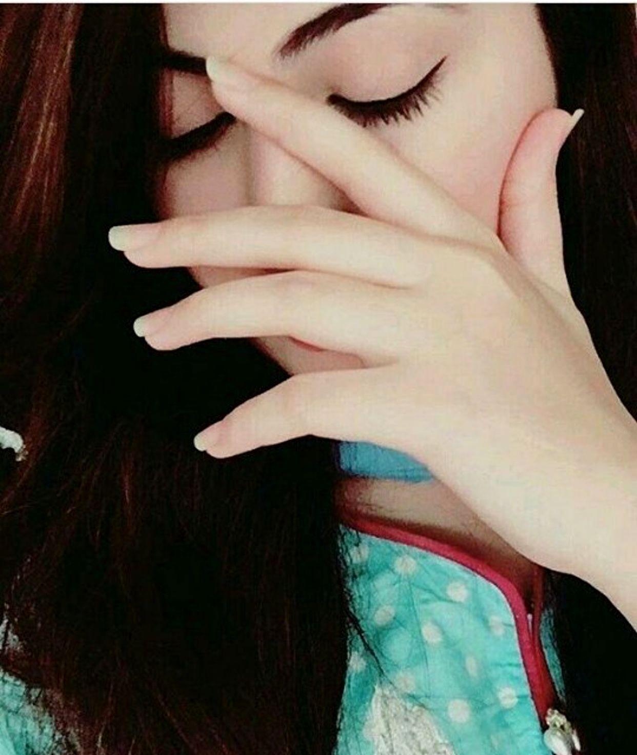 Stylish Girl Hide Face DP