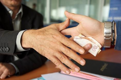 المؤشر العالمي للفساد يسجل لجوء 31 % من المغاربة إلى الرشوة