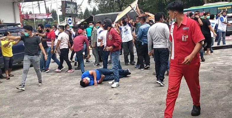 KLB Sibolangit Chaos, Pemuda Berkaus Biru Tergeletak