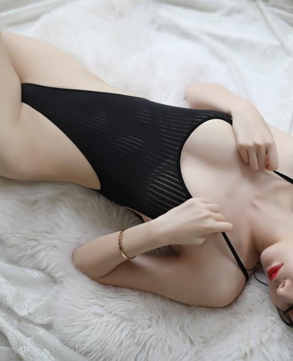 Váy ngủ thun trơn liền thân xẻ đáy sexy