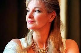 سيدة بريطانية تقف ضد بلفور وترامب وتقدم حلا للقضية الفلسطينية - موقع عناكب الاخباري
