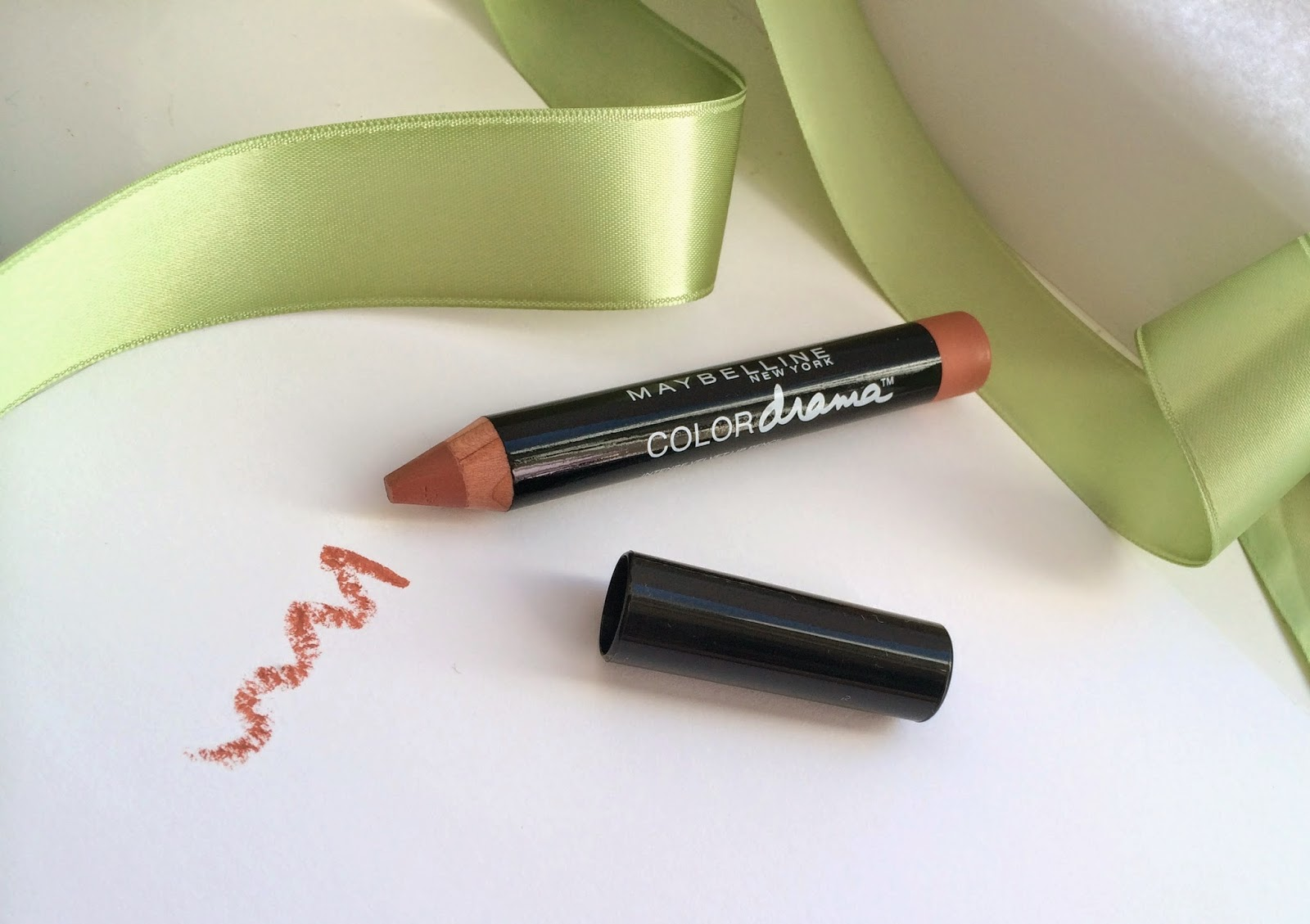 maybelline-color-drama-lipstick-pencil-review