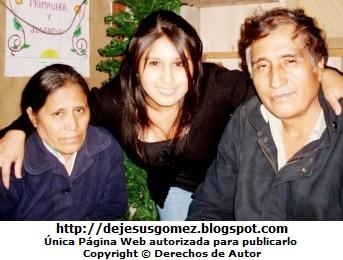 Hija feliz con sus padres. Foto de hija de Jesus Gómez