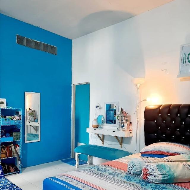 Warna Biru dan Warna Putih pada Kamar Tidur Minimalis