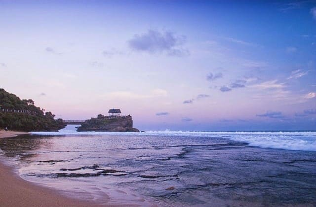 Pantai Kukup, Pantai Tanah Lot Versi Yogyakarta