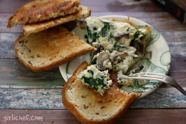 Egg White Frittata with Mushrooms, Spinach, and Goat Cheese | www.girlichef.com