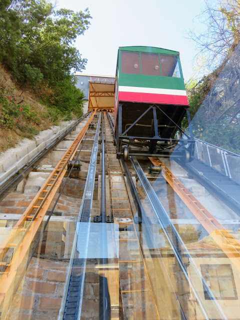 Day trip from Santiago to Valparaiso: Historic ascensor in Valpo