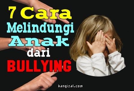 Beberapa tahun belakangan ini sedang ramai dengan pembicaraan kasus bullying di sekolah. Ternyata dampak dari bullying ini sangatlah mengerikan bagi anak pasca mengalami bullying. Lantas, agar anak-anak kita terhindar dari bullying maka dapat dilakukan pencegahan dengan melindunginya. Berikut ini 7 cara melindungi anak dari bullying.    1. Kenali tanda jika anak mengalami bullying  Orangtua harus tahu ciri-ciri seorang anak yang mengalami bullying, seperti takut berangkat ke sekolah, mengalami kesulitan belajar dan susah konsentrasi, sakit perut, sakit kepala, kurang kepercayaan diri hingga depresi. Selain itu, kenali juga teman-temannya. Bullying sering kali terjadi dalam interaksi di tengah pertemanan. Kenali teman anak-anak kita. Sesekali, kita bisa mengajak teman-temannya untuk main di rumah, tujuannya agar kita bisa mengenal dan dekat dengan mereka.    2. Minta bantuan orang dewasa di sekitarnya  Memasuki usia sekolah, ada beberapa orang dewasa yang melihat keseharian aktivitas anak kita, seperti guru, penjaga sekolah, dan orangtua teman-temannya. Nah, mintalah bantuan kepada mereka dan berikan nomor kontak kita. Saat anak mengalami bully ataupun mem-bully, orang dewasa di sekitarnya akan menasihati dan memberi tahu kepada kita.    3. Waspadai cyberbullying  Jangan lepaskan begitu saja diri anak saat mengakses handphone dan berselancar di internet. Sebab, internet adalah tempat di mana marak terdapat bullying, bahkan bullying di sana tidak hanya dari orang yang dikenal, bahkan orang asing pun bisa ikut-ikutan mem-bully. Oleh karenanya, sudah seharusnya kita memberikan pendampingan kepada anak ketika mengakses internet.    4. Ajak anak berkomunikasi  Tanyakan bagaimana harinya di sekolah dan dengarkan dengan saksama, periksalah apakah ada bagian yang berjalan tidak baik. Sebagai tambahan, bicarakan tentang bullying dan beri tahu bagaimana untuk membela diri saat mengalami bullying.    5. Berikan contoh kepada anak  Anak-anak melihat dan belajar dari orang dewasa