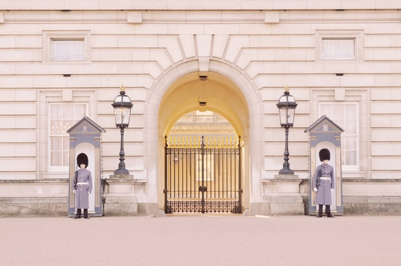 what to do on a london layover buckingham palace guards