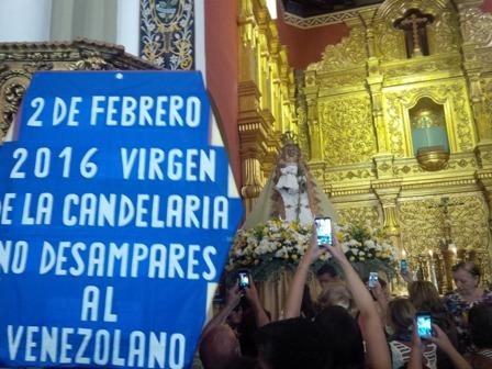 Feligreses suplican a la Virgen de La Candelaria no más hambre y violencia en Venezuela