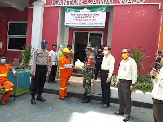Polsek Wajo Kawal Penyerahan Bantuan Siaga Covid-19 dari PT. BPR Hasamitra