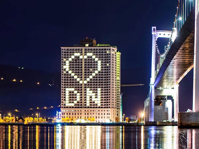 Da Nang turn on the light creating the heart shape to spread the spirit fighting against Covid-19