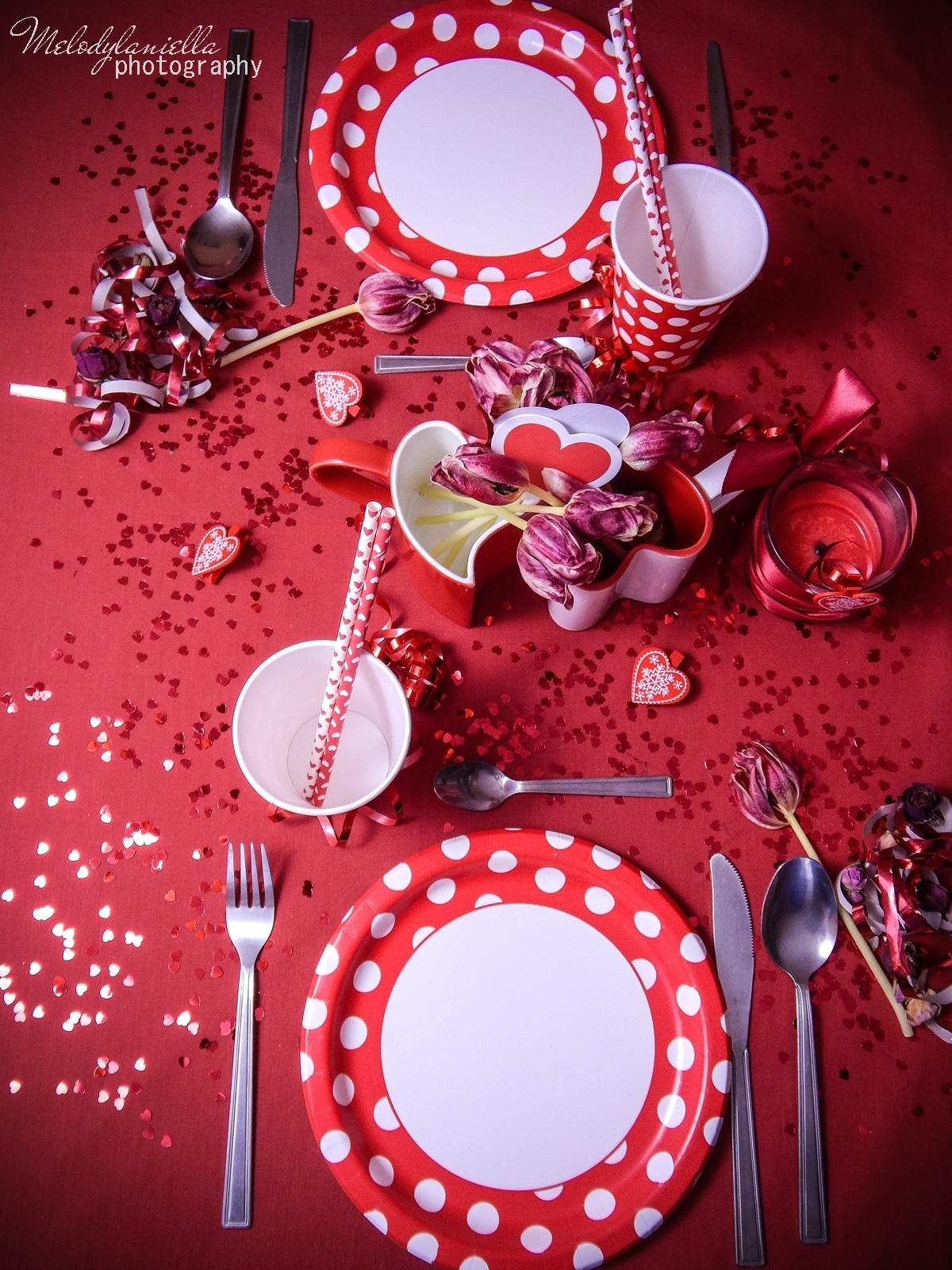7 jak udekorować stół na walentynki walentynkowa kolacja pomysły na walentynkowe prezenty walentynkowe dekoracje home interior valentines blog melodylaniella partybox red confetti serca