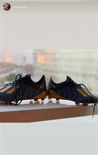 شاهد حذاء محمد صلاح الذي يخوض فيه مباراة فريقيه في كأس الامم الأفريقية
