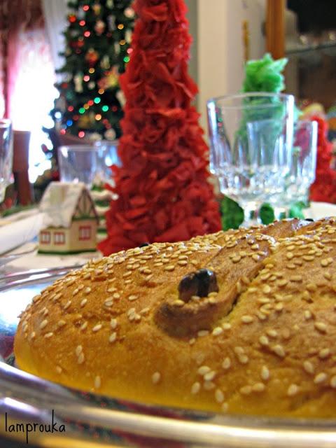 Γιορτινό χριστουγεννιάτικο τραπέζι.