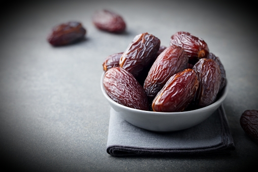 Benefits of Dates with Milk at night  / weight gaining tips
