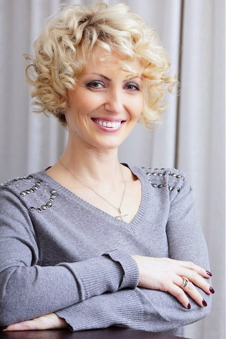 5 Simple Curly Hairstyles For Women Over 40